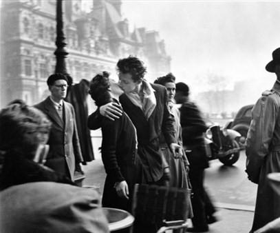 Robert Doisneau, Il-Bacio-dell'Hotel-de-Vile (1950)